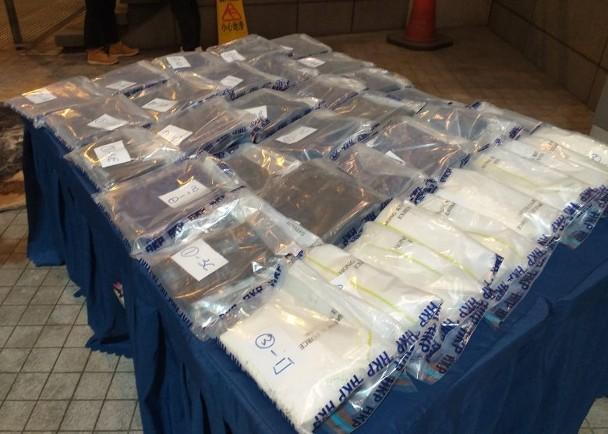 警方检获的毒品及牛皮