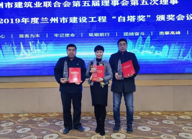 万雪琳(中)、杨宏(左)会场合影