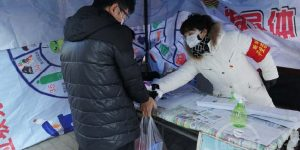 西安市人大机关党员干部奋战社区疫情防控一线