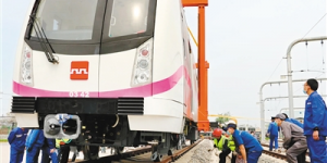 地铁3号线首列增购车 亮相港务区车辆段