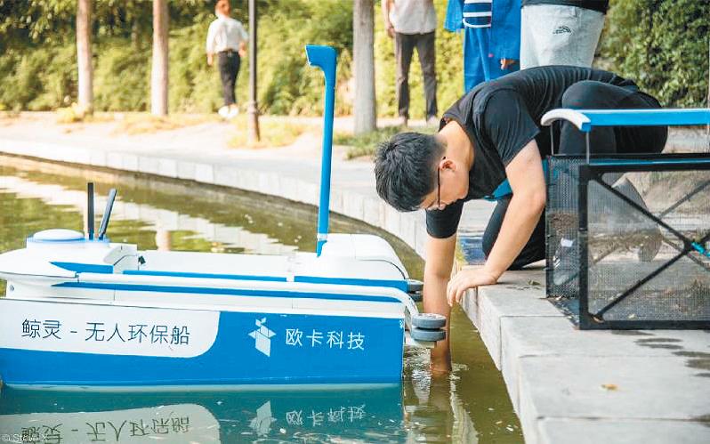 无人环保船高效清洁护城河 西安创客显神通