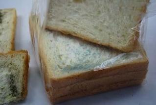 西安一消费者在商场买到过期面包 起诉后赔偿800