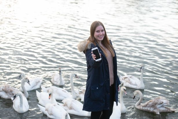 苹果iPhone 8掉河中2月后找回:仍能正常工作