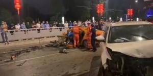 西安南门附近发生惨烈车祸 肇事男子疑酒驾逆行撞上出租车