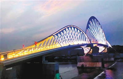 """沣河人行景观桥建成通行 独特造型成""""打卡地"""""""