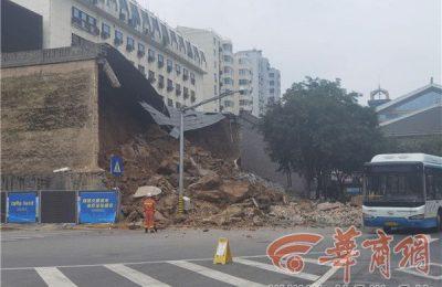 新城广场明秦王府城墙部分坍塌