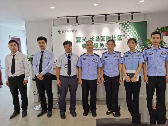 """临潼分局的户政大队上门给社区送""""户头"""""""