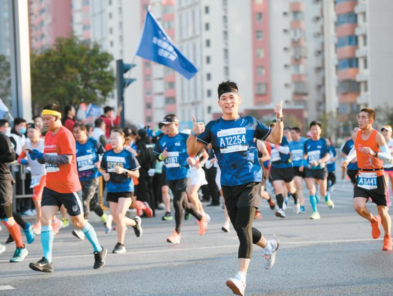 2020西安马拉松赛成功举办 方光华出席起跑仪式
